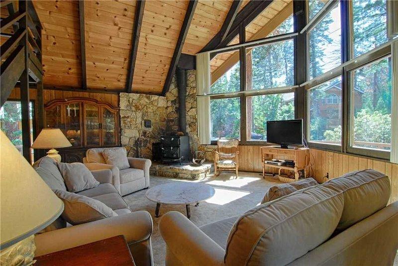 Peak-a-View Cabin in Tahoe Vista ~ Property #190, alquiler de vacaciones en Tahoe Vista
