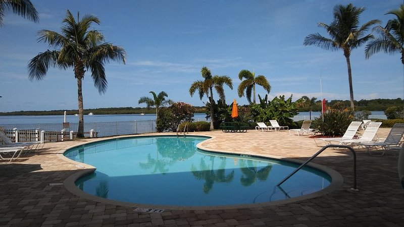 Boca Ciega Resort & Marina - Waterfront Location Overlooking Natural Habitat., holiday rental in Kenneth City