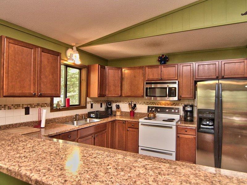 Plan d'étage ouvert cuisine de niveau supérieur et grande salle