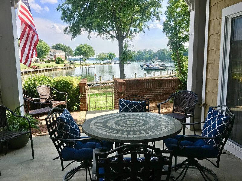 Waterfront Condo, 1st Floor, Pet Friendly, Pool, Tennis, Port City Club, vacation rental in Huntersville