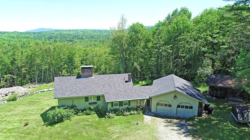 Large Secluded home with Mountain Views. Close to Skiing, Snowmobile, Hiking, vacation rental in Whitefield