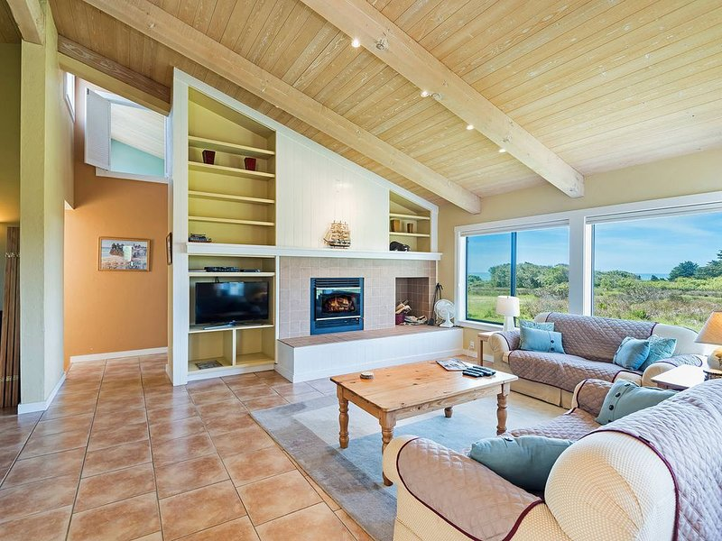 Private house w/ backyard, deck, hot tub (Pets OK!)- Good for groups – semesterbostad i The Sea Ranch