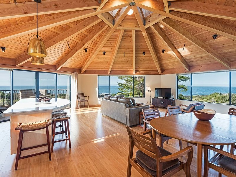 180 Degree Panoramic Ocean View House on Meadow with WiFi, Private Balcony, alquiler de vacaciones en The Sea Ranch