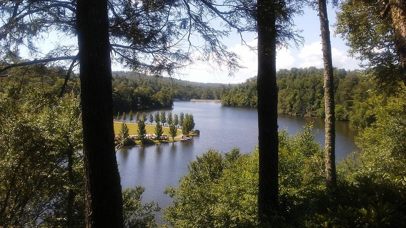 Linville Land Harbor Resort Home, Linville NC, Mountain Getaway, Great Lake View, casa vacanza a Newland