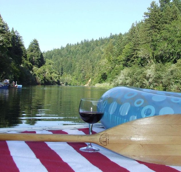 Great Winter Weekend Deals + Best Value on the River - Permanent Dock, holiday rental in Guerneville