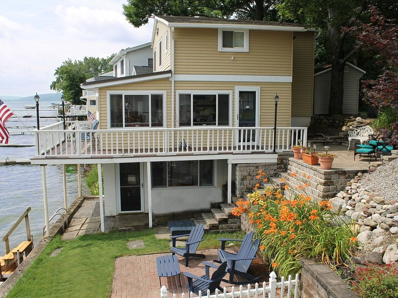 Sugar Maple Shores:'Lake Views from Nearly Every Room are Breathtaking', location de vacances à Webster Crossing
