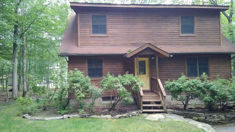 Adorable Lakefront Getaway - Sleeps 7 Max., vacation rental in Lackawaxen