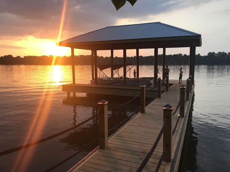 Enjoy The Sunsets Right On The River In  Luxury!, holiday rental in Calhoun