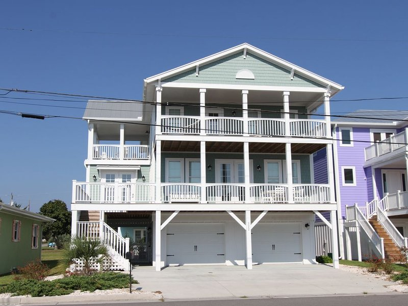 Immaculate NEW Luxury Ocean View 6BR/4.5BA House with Pool and Elevator, vacation rental in Kure Beach