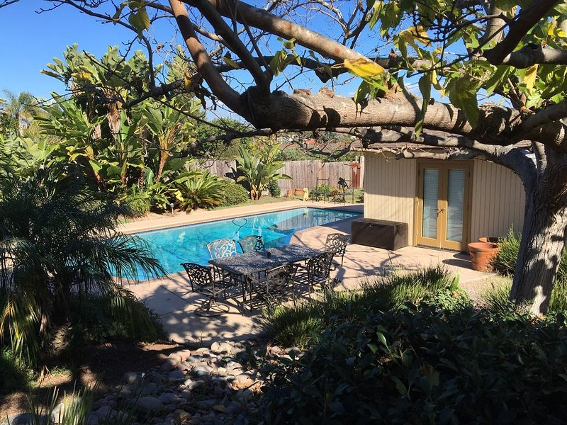 Quiet  affluent neighborhood, Close to Beach, large backyard, private pool!, holiday rental in San Diego