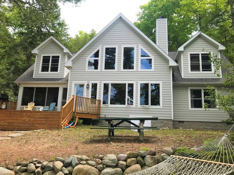 Beautiful Northern Michigan Lake Cottage, holiday rental in Cheboygan County