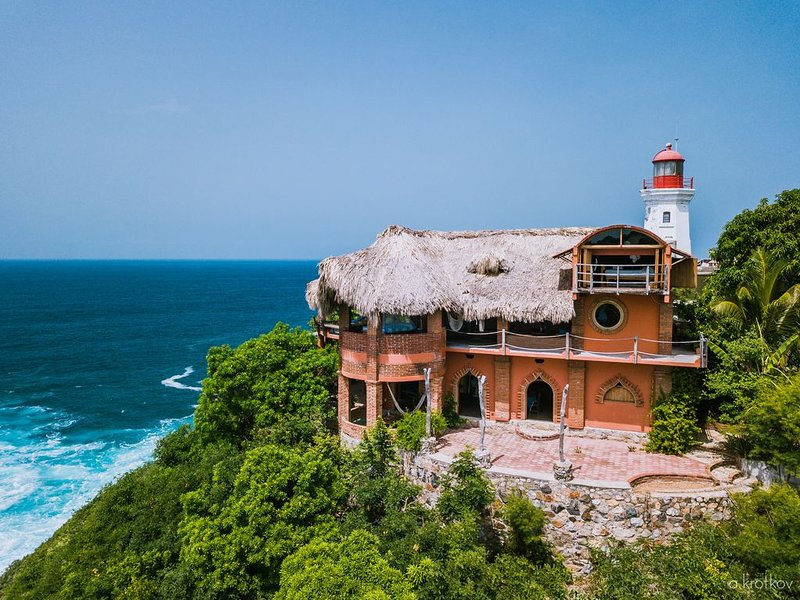 Beautiful Handcrafted 2 (+) Story Cliff-Side Dwelling with Sweeping Ocean Views, holiday rental in Zipolite