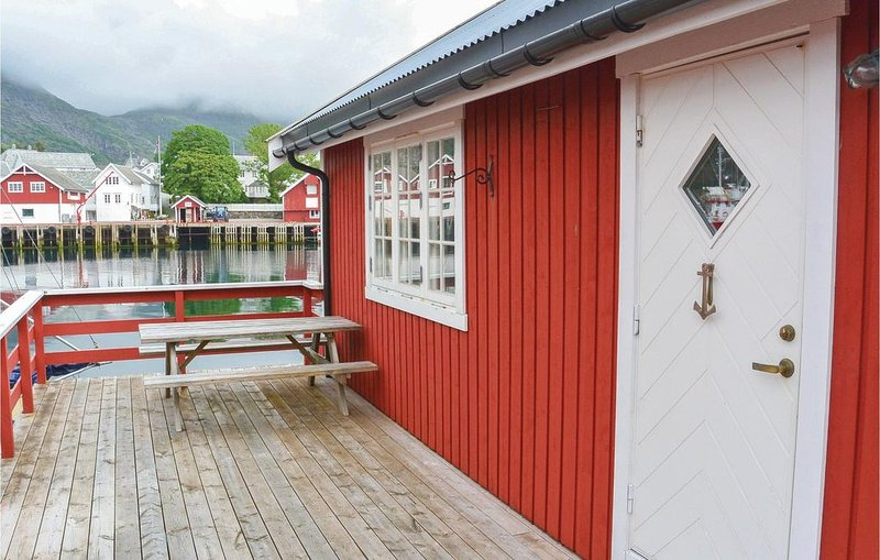 2 bedroom accommodation in Sørvågen, holiday rental in Nordland