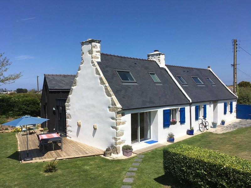 Maison de charme rénovée tt confort, grd jardin clos mer à 100m classée****, holiday rental in Plouguerneau