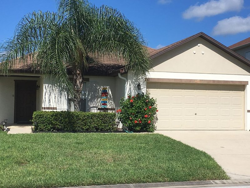 Near Disney 3 Bed/2 Bath 'Florida Oasis' W/Screened Pool & Spa, holiday rental in Davenport