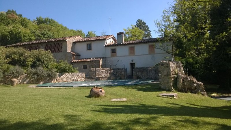Casale in antico Mulino immerso nelle meravigliose colline del Chianti, holiday rental in Monteriggioni