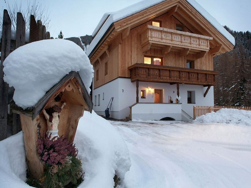 Cozy Apartment in Fendels near Ski Area, alquiler de vacaciones en Fendels