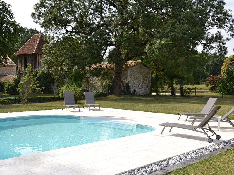 Ravissante maison périgourdine au coeur des Bastides sud Bergerac, vacation rental in Cahuzac