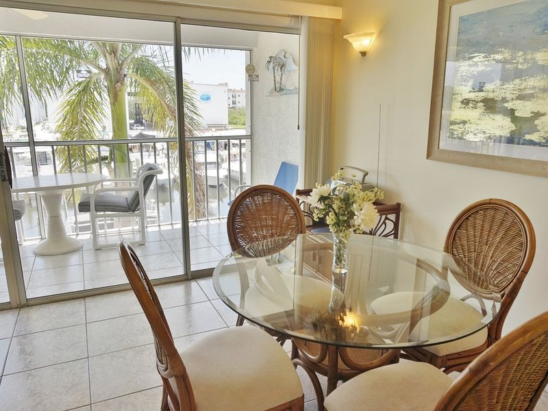 Water view in a relaxed community. Perfect location  A1221MB, vacation rental in Placida