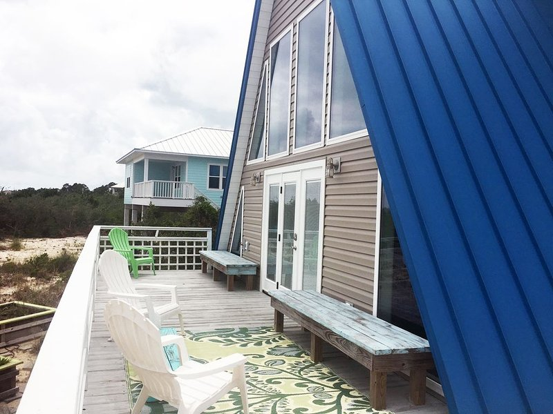 Pet Friendly, BEACH & BAY VIEW, Remodeled in Mid-Century Modern, location de vacances à St. George Island
