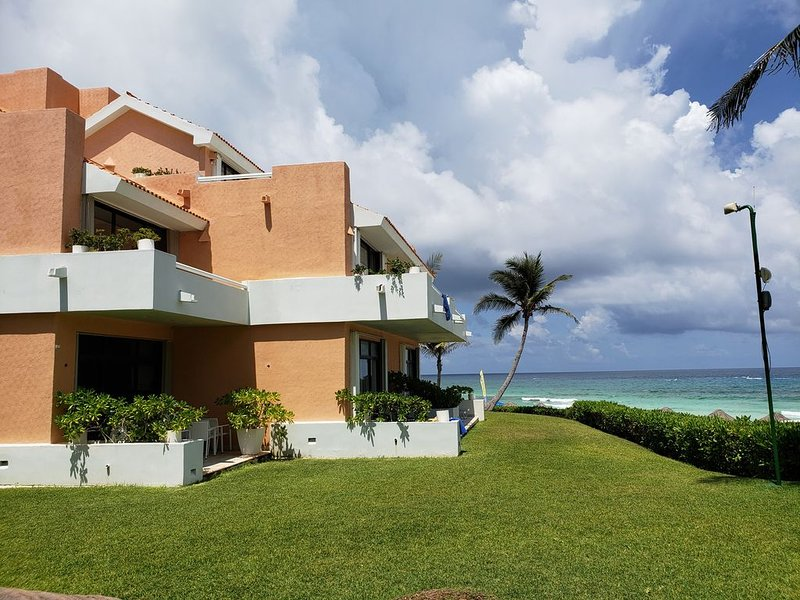 AMAZING HOME!    VERY SPACIOUS WITH A PERFECT VIEW AND LOCATION, holiday rental in Cancun