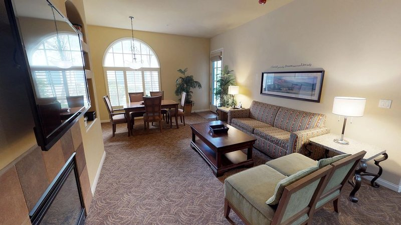 A Downstairs ADA Compliant One Bedroom Legacy Villa Close to the Main Pool!, holiday rental in La Quinta
