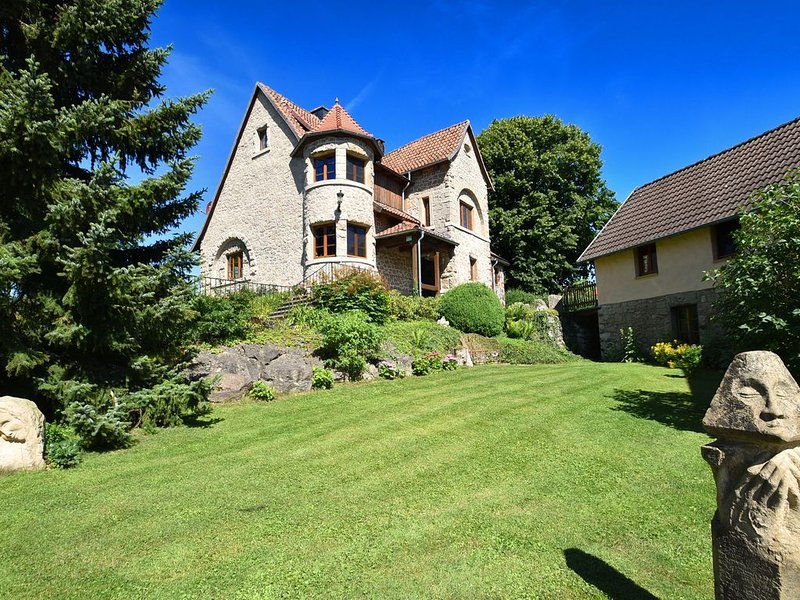 Particular, with ecological materials renovated villa with artistic atmosphere, holiday rental in Vohl