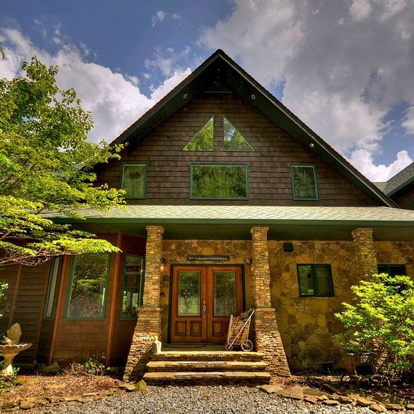 Now Booking for 2017, vacation rental in Mineral Bluff