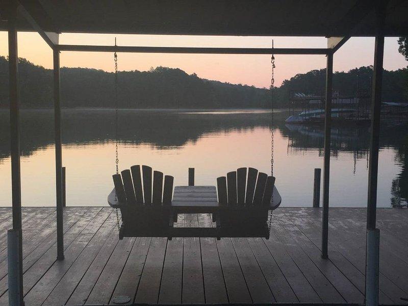 Quiet Cove Getaway, Deep water, Beautiful Views, 40 min to Clemson, vacation rental in Martin