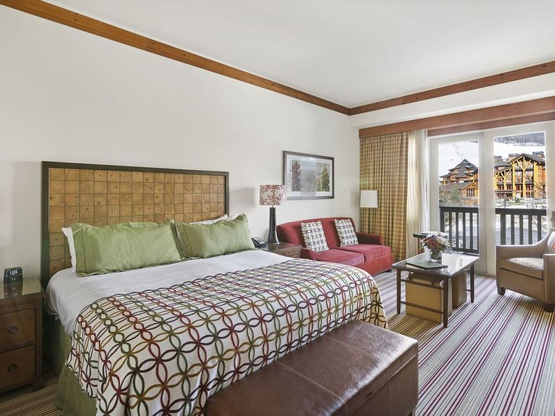 Ski-In/Ski-Out Double Studio * The Lodge at Spruce Peak - Adjoining Studios are, holiday rental in Underhill Center