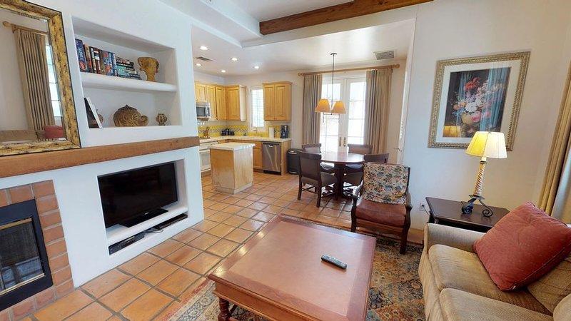 A Downstairs One Bedroom Spa Villa with a King Bed Close to Spa La Quinta!, holiday rental in La Quinta