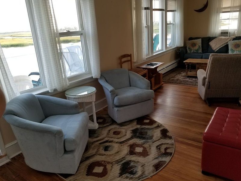 BAYFRONT!   ***LAST MINUTE SPECIAL, Aug 30th -Sept 4th $1750 + fees INQUIRE*** – semesterbostad i Ventnor City
