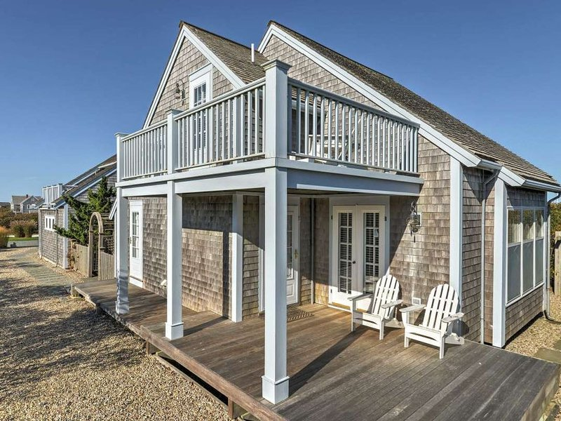 OCEAN VIEWS!! Immaculate Quintessential Nantucket Beach Cottage, aluguéis de temporada em Nantucket