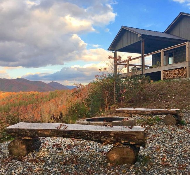 Eagle's Landing -Overlooking Fontana Lake and the Great Smoky Mountains Ntl Park, vacation rental in Bryson City
