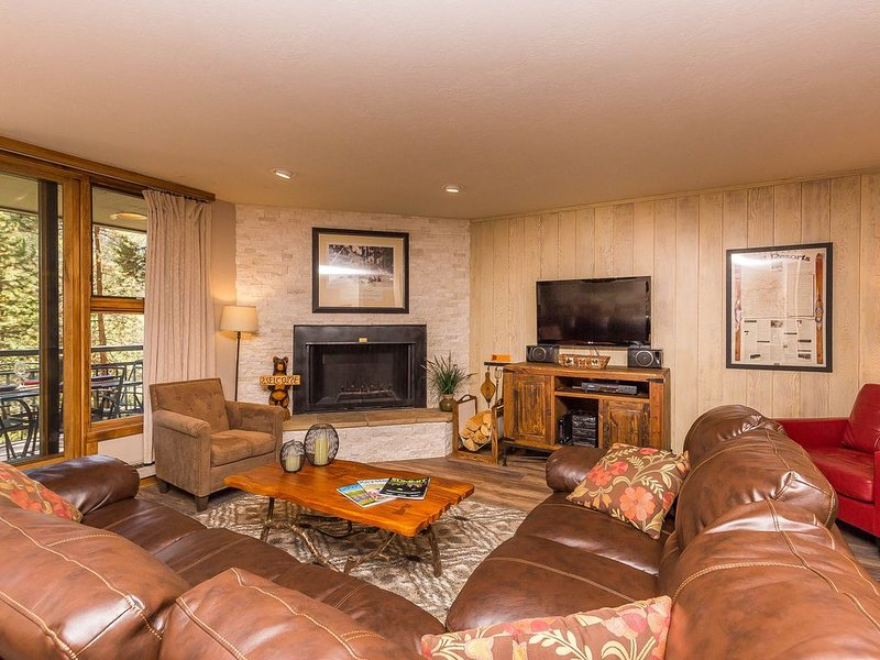 2-Bedroom Condo, Sleeps 9, Private Deck, Upgraded Kitchen, Mountain Views, holiday rental in Keystone