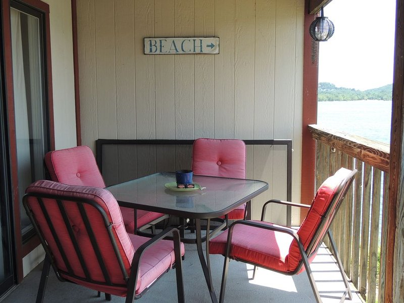 Table Rock at its best Pet Friendly stunning views LOW FALL & WINTER RATES, holiday rental in Kimberling City