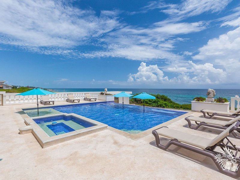 Casa de Cinco Caballos! Hot Tub/Seasonal Heated pool! Overlooking The Caribbean – semesterbostad i Isla Mujeres