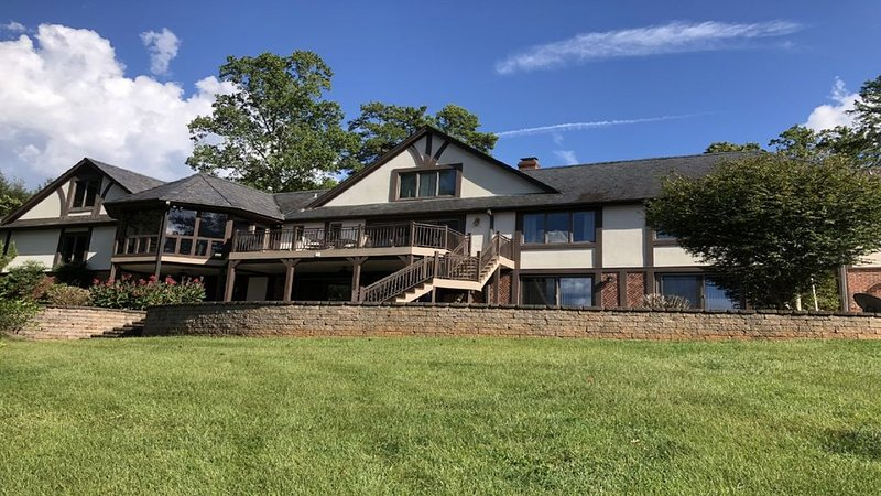 View, View, View- New to Rental Market- Lake Keowee Mansion!  WOW! WOW! WOW!, location de vacances à Westminster