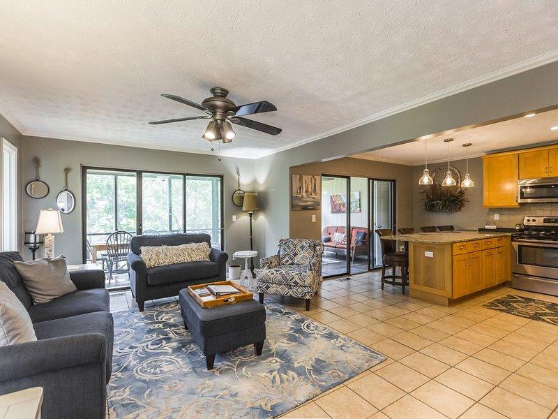Lake Front Woodson Bend Resort~Lake Cumberland Resort Luxury Condo 97-1, holiday rental in Somerset