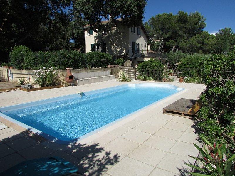 AVIGNON-VILLENEUVE-FESTIVAL - Jolie maison, piscine, beau jardin ! NOUVEAUTE !, holiday rental in Villeneuve-les-Avignon