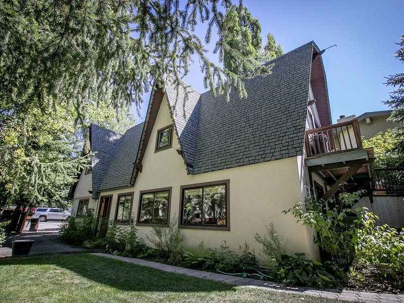 Secluded, unique 2,000sq.ft. house, in the heart of Ketchum., vacation rental in Ketchum