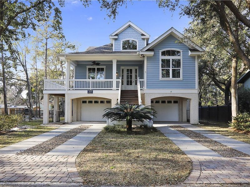 Near Ocean Home, Fenced in backyard, Pet Friendly! Ask how to save 15-25%!!, holiday rental in Hilton Head