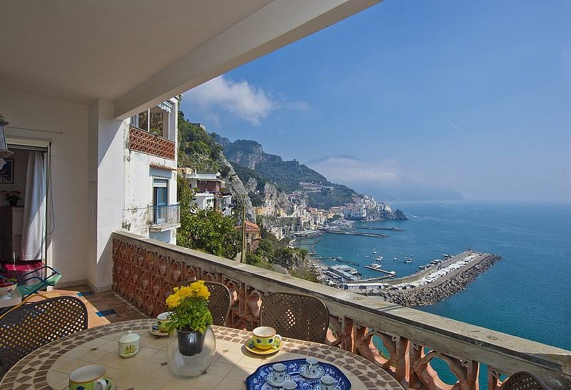 Casa Costabella is a cozy and welcoming apartment located on the high coast in, vacation rental in Amalfi