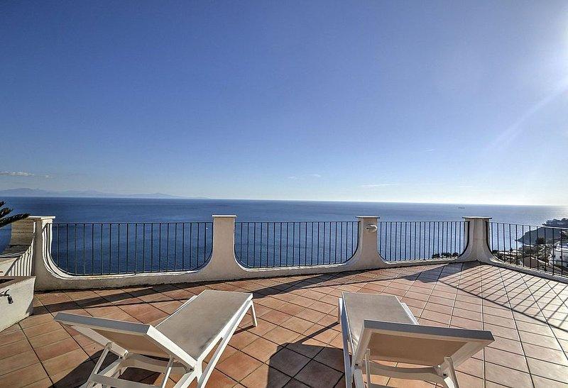 Villa Arcangela A: Una caratteristica e accogliente casa indipendente situata su, alquiler de vacaciones en Amalfi
