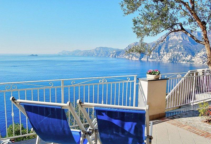 Villa Gisella A: Un luminoso appartamento rivolto al sole e al mare., vacation rental in Praiano