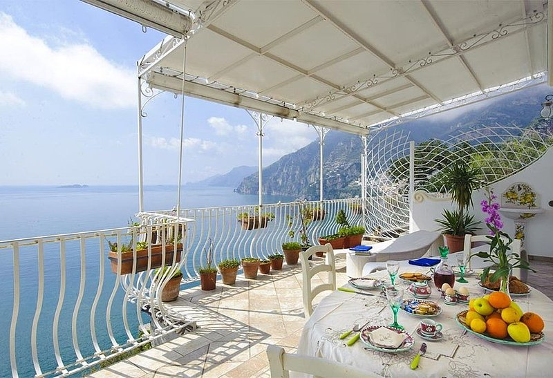 Villa Carilla C, rimborso completo con voucher*: Un elegante appartamento situat, casa vacanza a Praiano