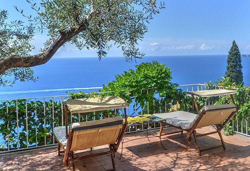 Villa Ermelinda, rimborso completo con voucher*: Una splendida e luminosa villa, Ferienwohnung in Positano