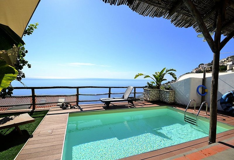 Villa Giusi: Una elegante ed accogliente casa indipendente rivolta al sole e al, vacation rental in Praiano