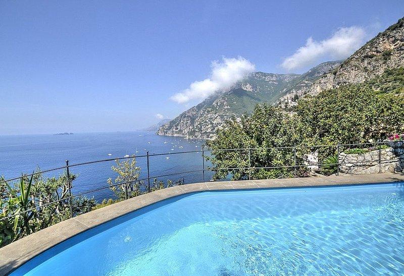 Villa Ernestina Grande, rimborso completo con voucher*: Una splendida e luminosa, Ferienwohnung in Positano