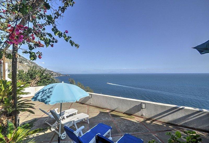 Casa Capinera: Un luminoso appartamento rivolto al sole e al mare., vacation rental in Praiano